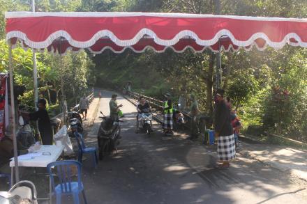 KEPUTUSAN BERSAMA Pemdes Bontihing dan Kelian Desa Adat Mencegah Penyebaran COVID-19 Sewilayah Desa
